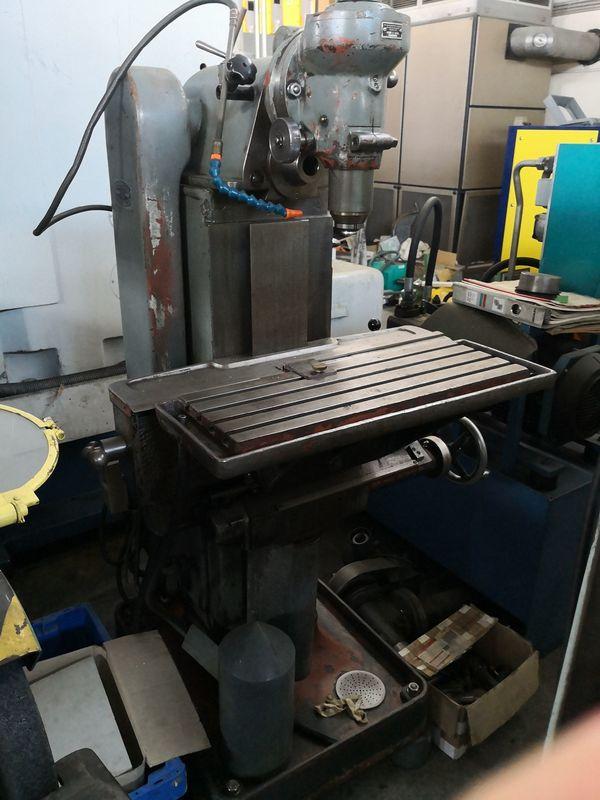 Konventionelle Fräsmaschine Maho SK 250