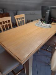 Esszimmertisch u 4 Stühle