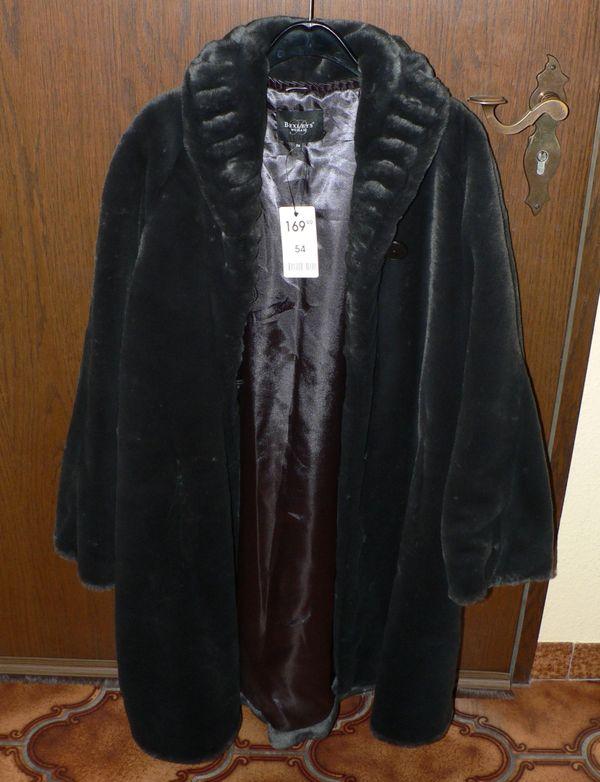Schöner und nicht getragener Webpelz-Mantel