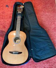 Konzertgitarre neu mit Tasche neuwertig