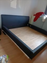 Neuwertiges Doppelbett Kunstleder schwarz 2