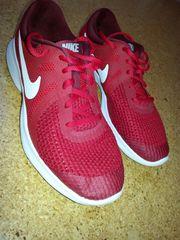 Biete Turnschuhe Sneakers von Nike