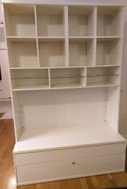 Ikea Wohnzimmerschrank TV wartet auf