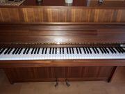 Schönes und schlichtes Klavier