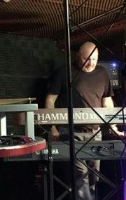 Keyboarder sucht Rock Band Raum