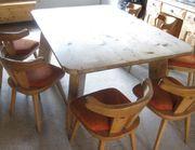 alter Bauerntisch mit 7 Holzstühlen