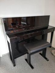 Klavier von Schimmel schwarzer Glanzlack