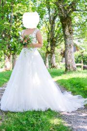 Edles weißes Hochzeitskleid von Pronovias
