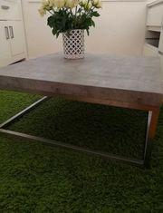 Tisch in Betonoptik
