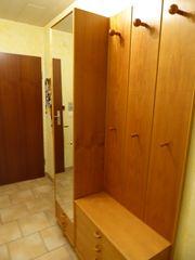 Garderobe mit Spiegelschrank und Schuhschränkchen