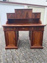 Antiker Schreibtisch mit Aufsatz um
