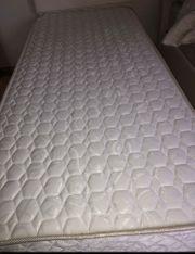 1x Bett mit Bettkasten Matratzen