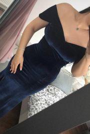 Blaues Abendkleid aus Seide mit