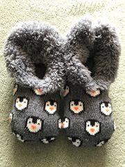 Kuschelige Hausschuhe mit Pinguinen Gr