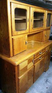 Alter Küchen-Buffetschrank aus hellem Holz