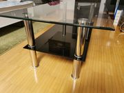 Glastisch mit zwei Ebenen