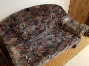 Altes unbenutztes Sofa