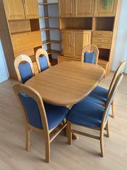 Esstisch und sechs Stühle aus