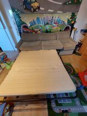 Dreisitzer Sofa zum Übergang Schlaffunktion