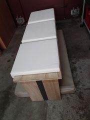 Moderne Sitzbank mit abnehmbaren Polstern