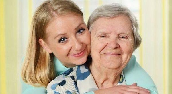 Liebevolle Altenbetreuerin bietet 24 St