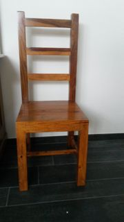 Massiver Teakholz-Stuhl