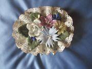 Blumenkörbchen aus Porzellan