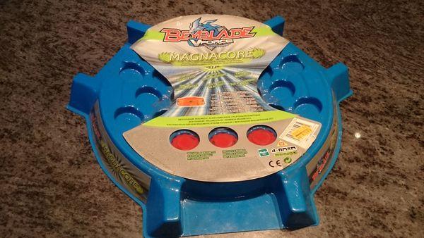 Beyblade Magnacore Magnetsystem Arena Hasbro