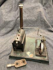 Hübsche antike Dampfmaschine Doll Cie