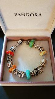 Pandora Armband mit Gold- und