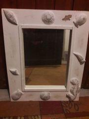Spiegel mit Muschelmotiven