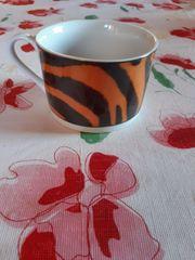 Getigert Tassen und unterteller
