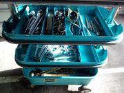 Werkzeugwagen mit Werkzeug