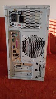 Einsatzbereiter Desktop PC