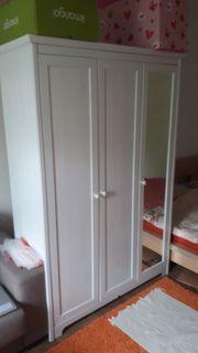 Biete Kleiderschrank 131x52x190 cm