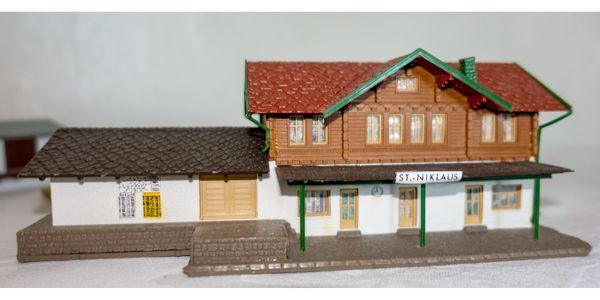 Modelbahn Zubehör - Häuser und Bäume