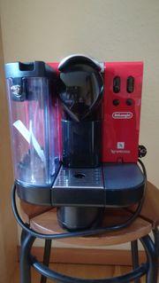 Kapselmaschine Nespresso Lattissima rot mit