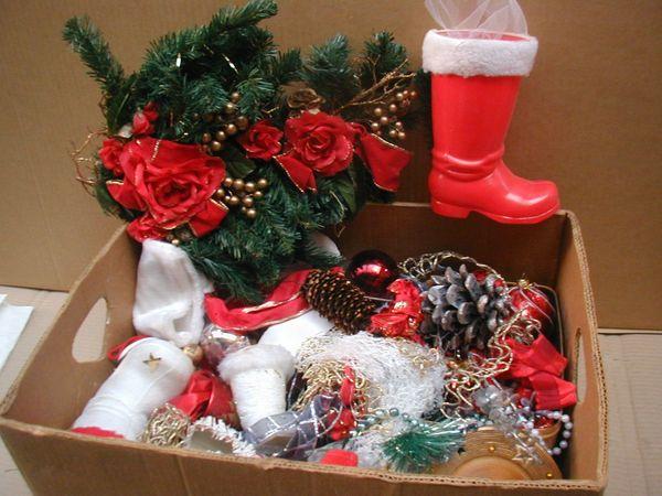 Weihnachtsdeko Verkaufen.1 Kiste älterer Weihnachtsdeko Stiefel Kugeln Zapfen Bänder