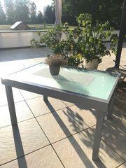Tisch für Terasse mit Platz