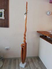 Moderne Standuhr aus Holz mit