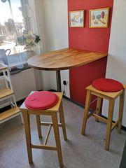 Küchen Wandtisch mit drei Barhockern -