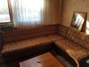 Sitzecke und 2 Stühle in