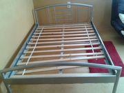 Jugendbett aus Pulverbeschichtetem Metall