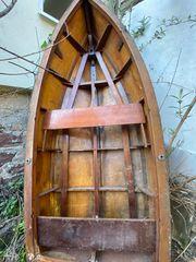 Altes Ruderboot zum Restaurieren oder