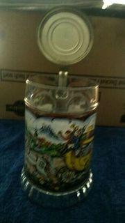 Glaskrug mit Zinndeckel mit Spieluhr
