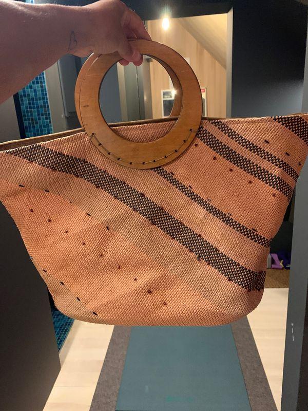 Tasche mit Holzgriffe