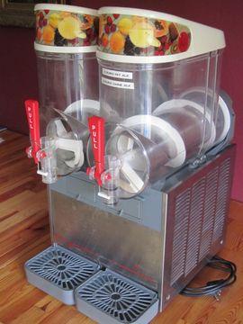 Gastronomie, Ladeneinrichtung - Slushmaschine Ugolini 2x 10 Liter