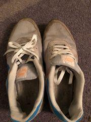 kaputte Nike Sneaker Gr 45