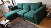 dunkelgrüne Couch