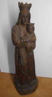 uralte antike Heiligenfigur - große Holzfigur